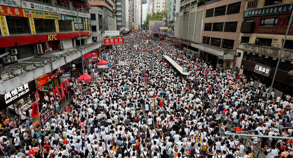 В Гонконге тысячи учителей вышли на акцию протеста