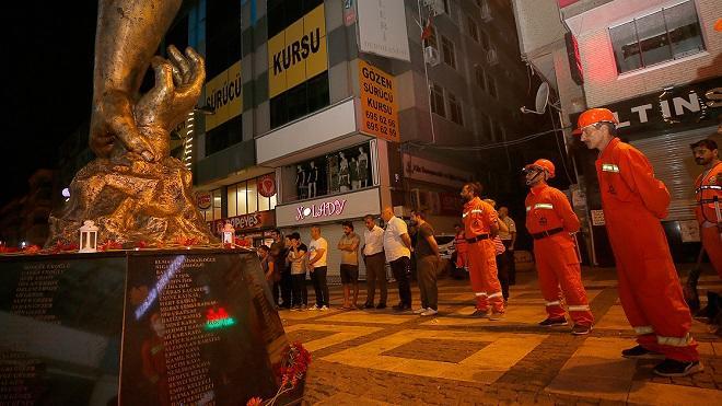 В Турции почтили память жертв землетрясения 1999 года