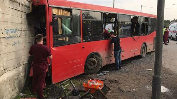 Rusiyada ağır qəza: Avtobus divara çırpıldı