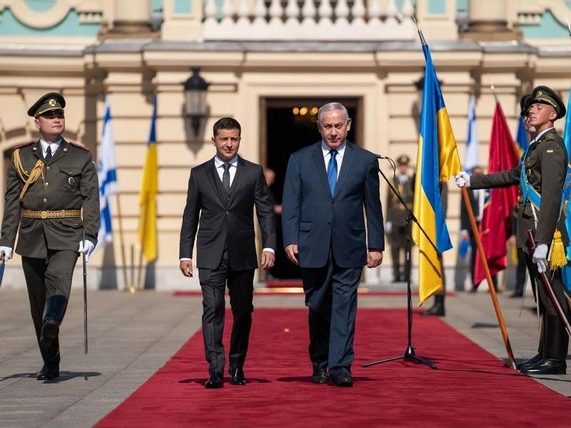 Премьер Израиля пригласил Зеленского в Иерусалим
