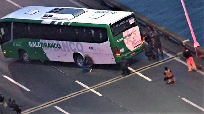 An armed man holding 37 People on a bus was killed -