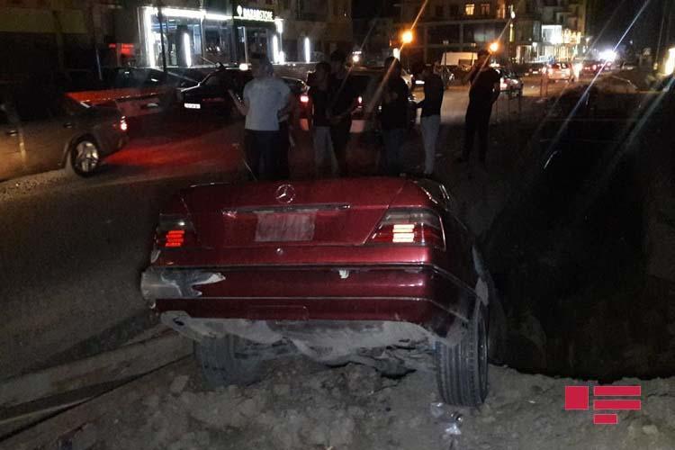 Xırdalanda avtomobil xəndəyə düşdü - Foto