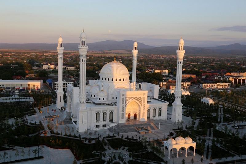 В Чечне открылась самая большая мечеть в Европе - Фото