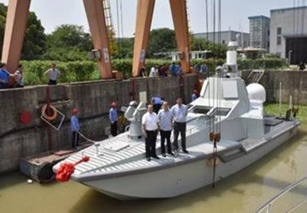 Çin qeyri-adi gəmisini dünyaya tanıtdı - Foto