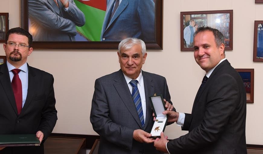 Macarıstan prezidenti Kamal Abdullaya orden verdi - Foto