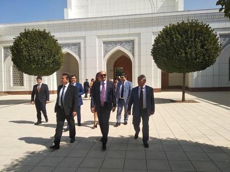 Nazir Daşkənddə Prezident Məktəbini ziyarət etdi - Foto