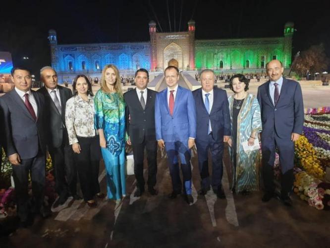 Əbülfəs Qarayev Özbəkistan prezidenti ilə görüşdü