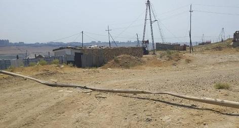 Bakıda maşın qaz xəttini zədələdi: 1500 ev qazsız qaldı