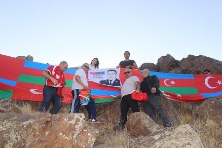 Təkaltıda Azərbaycan-Türkiyənin bayraqları dalğalandı