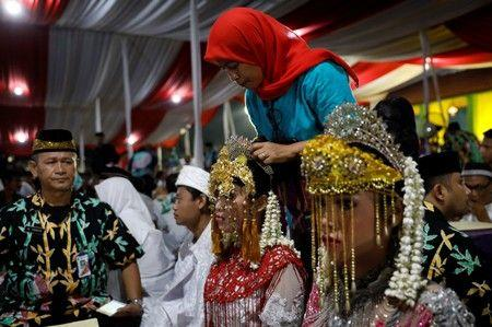 Indonesia raises the minimum age to end child marriage