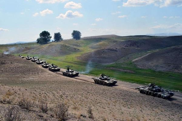 Tanklarımız hərəkətə gətirildi - Video