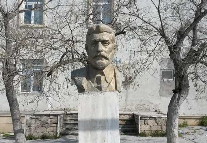 Bakıda qatı bolşevikin daha bir büstü söküldü – Foto