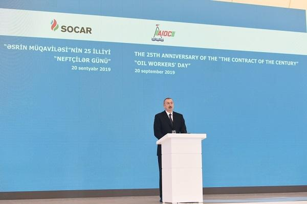 President at the event of the Day of Oil Workers