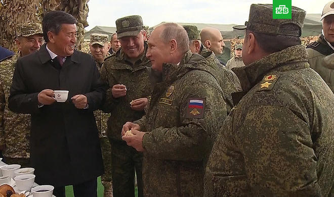 Gerasimov Putinə lətifə danışdı - Video