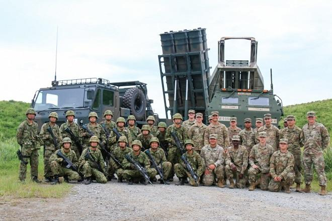 Япония и США проводят военно-морские учения