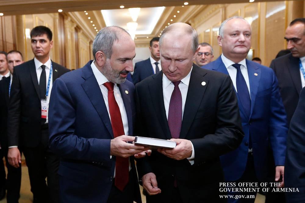 """Nikolun Putinə verdiyi """"Qarabağ"""" kitabında nələr yazılıb?"""