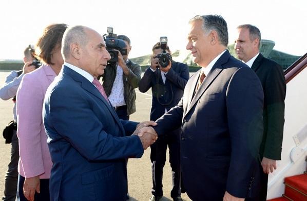 Виктор Орбан прибыл в Баку