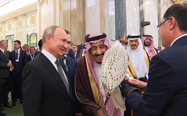 Putin Səudiyyə kralına quş hədiyyə etdi