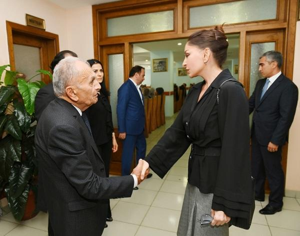 Mehriban Əliyeva akademikin hüzründə - Foto