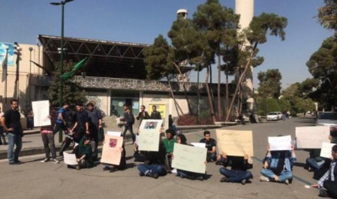 روحانینین چیخیشی ایله عینی واختدا  طلبهلر اعتراض آکسییاسی کئچیردی- فوتو