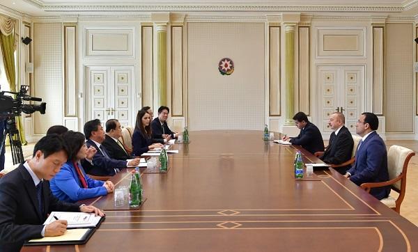 Ильхам Алиев принял делегацию Кореи