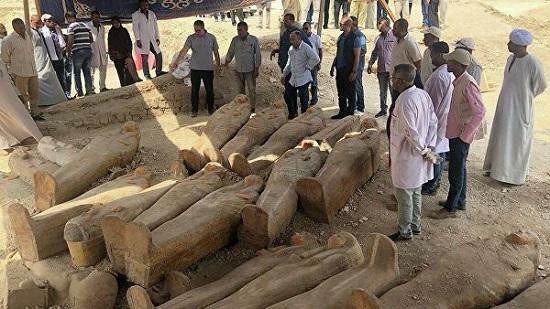 В Египте нашли тайник с запечатанными саркофагами