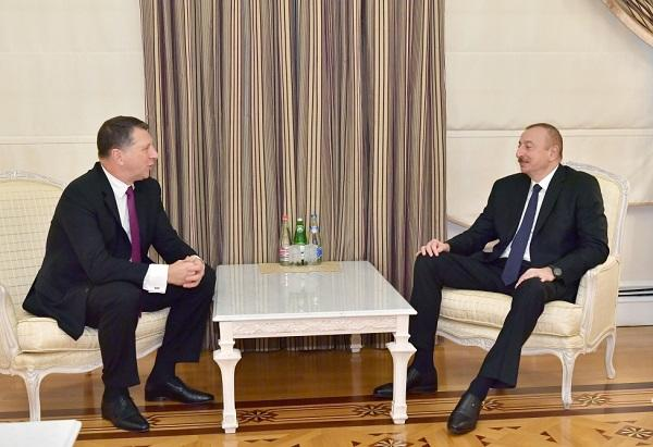 President meets with former Latvian president
