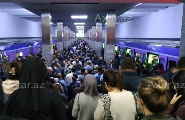 Metroda sıxlıq: çıxışda problem yarandı