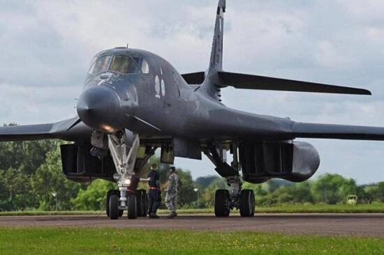 Бомбардировщики США пролетели над Черным морем