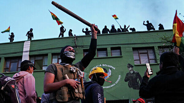 США эвакуируют семьи дипломатов из Боливии