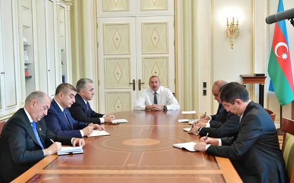 İlham Əliyev yeni təyin etdiyi başçılarla görüşdü