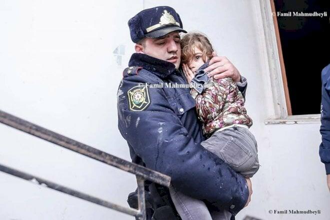 Bakıda yanğın: Polis azyaşlıları belə xilas etdi - Foto