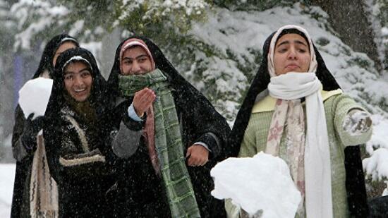 В Тегеране из-за снегопада закрыли школы
