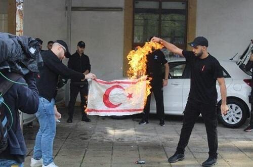 Yunanlar türk bayrağını yandırdı: BMT-yə müraciət... - Foto