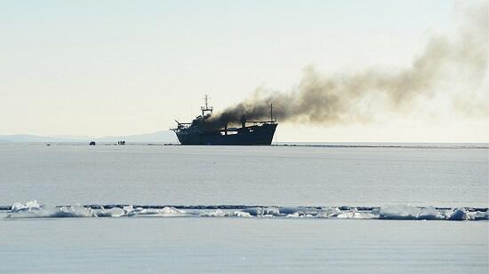 В Японском море загорелось судно