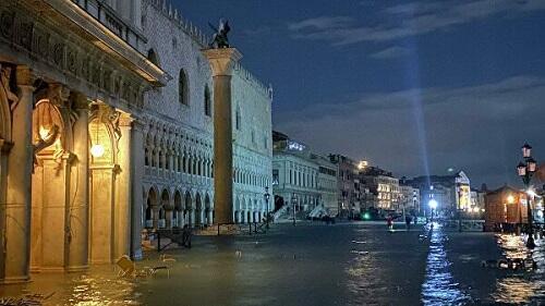 В Венеции прошел пик наводнения