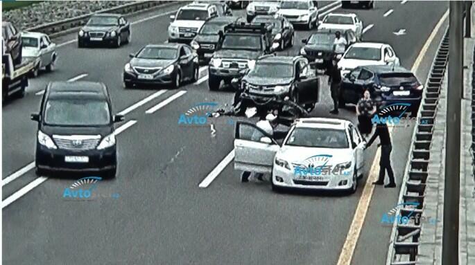 Bakıda 4 maşın toqquşdu, dava düşdü - Video