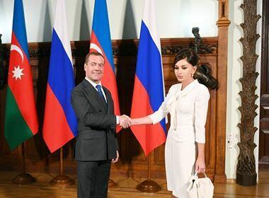Мехрибан Алиева встретилась Медведевым - Фото