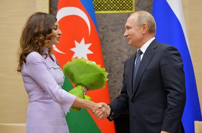 Putin Mehriban Əliyevanı təltif etdi - Foto