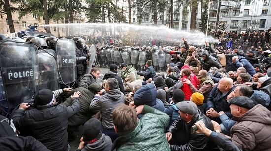 Tiflisdə yeni etiraz: Vaşadze saxlanıldı