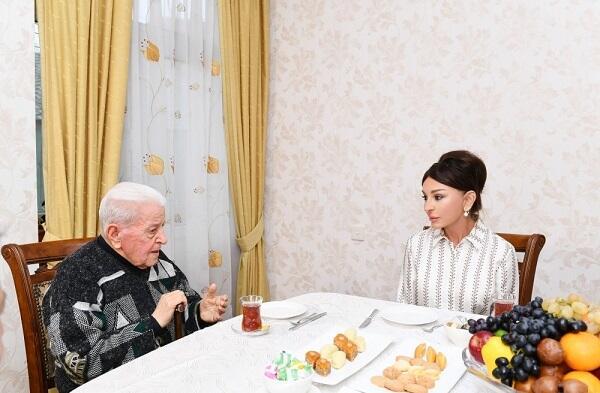 Mehriban Əliyeva Əlibaba Məmmədovun evində - Foto