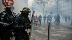 Полиция применила слезоточивый газ в Париже