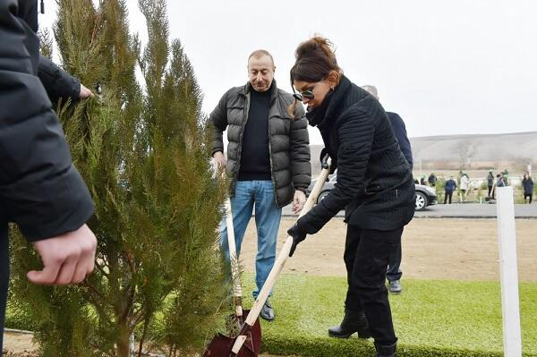 President and first lady attended tree-planting campaign
