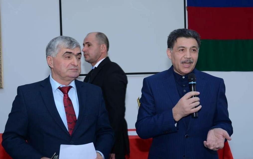 Millət vəkili azyaşlı futbolçuları təltif etdi - Foto
