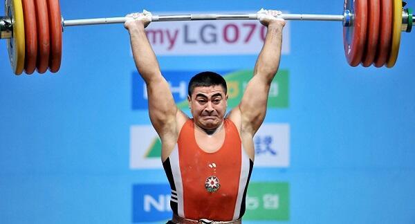 Nizami Paşayev 10 ildən sonra üçqat dünya çempionu oldu