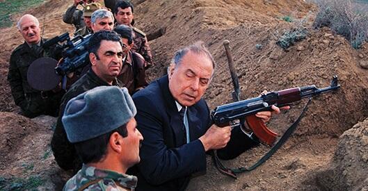 Heydər Əliyev ilk hərbi alayı 1991-də yaradıb