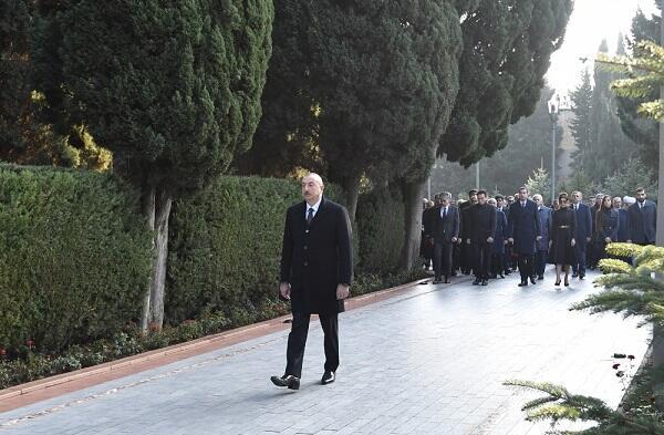 Президент посетил могилу Гейдара Алиева - Видео