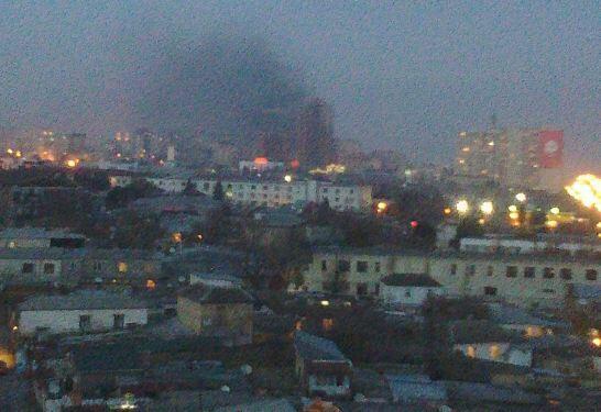 """В Баку горит """"рынок 3-го микрорайона"""""""