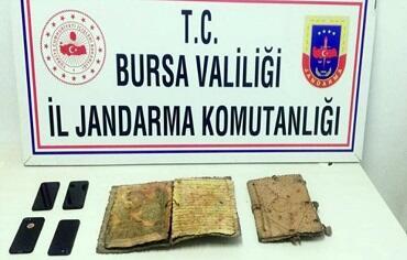 Türkiyədə min illik tarixi olan İncil müsadirə edildi - Foto