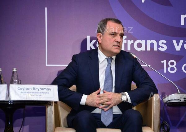 Azerbaijani FM attends round table